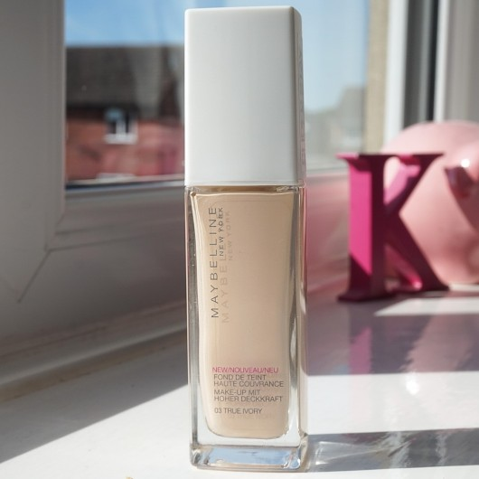 Maybelline Superstar 24h Liquid Foundation review